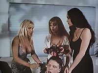 Image from: Vampire Vixens from Venus (1995)